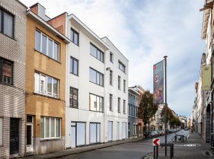 Gerenoveerd 2-slaapkamer appartement met terras.<br /> In een volledig gerenoveerd gebouw vinden we dit appartement terug op de tweede verdieping, met