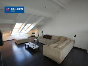 Exclusief appartement met design inrichting. Indeling: Hal - ruime living met gashaard - hoogglans keuken met inductie fornuis, koelkast, diepvries, v