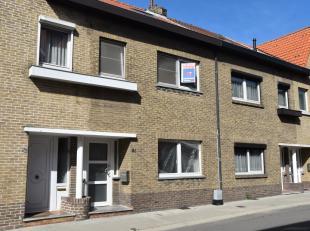 Bent u op zoek naar een instapklare woning, die grotendeels gerenoveerd werd? Dan is dit misschien iets voor u! Het pand bestaat uit een inkomhal, woo