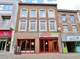 Commercieel uitstekend gelegen handelspand in de belangrijkste winkelstraat van Tongeren.Gelegen aan de recent nieuw aangelegde Veemarkt met haar terr