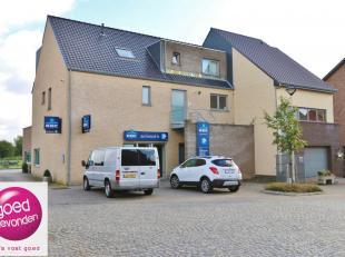 Volledig ingericht kantoor van 235 m² voorzien van voldoende parking achteraan het gebouw.<br /> Als voormalig bankfiliaal van de KBC voldoet dit