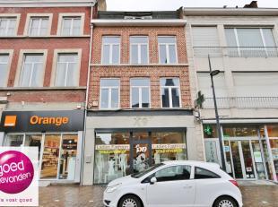 Mooi handelshuis, centraal gelegen in de Maastrichterstraat, op de best mogelijke ligging waar al het voetgangers- en autoverkeer dat door de stad str