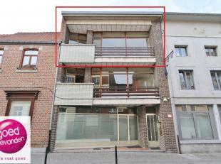 Ruim appartement met 2 tot 3 slaapkamers, rustig gelegen in het midden van de stad, alles op wandelafstand. UITERMATE INTERESSANTE AANKOOP- om er zelf