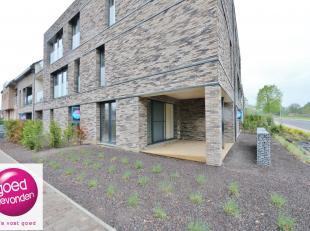 Aangenaam NIEUWBOUW APPARTEMENT met één slaapkamer, gelegen op het gelijkvloers met een ruim terras van14 m² + tuintje, uitstekend
