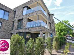 Aangenaam NIEUWBOUW APPARTEMENT met 1 à 2slaapkamers, gelegen op het gelijkvloers met ruim terras van8,27 m² + tuintje, uitstekend gelegen