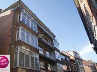 Gezellig en goed gelegen 2-slaapkamer appartement in het centrum van Tongeren. Het appartementsgebouw is voorzien van een lift. Het appartement telt n