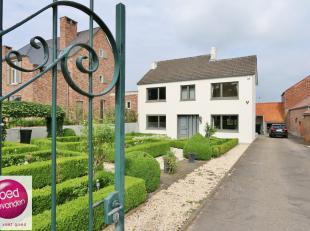 Ruime woning met 3 à 4 slaapkamers enheel wat troeven en uitbreidingsmogelijkheden.De woning is vooraan verbonden met de Bilzersteenweg, achter