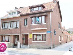Stadswoning met 4 slaapkamers, rustig gelegen in het centrum, voorzien van zonnige koer met veranda.Deze woning biedt u op het gelijkvloers heel wat r