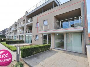 Zeer mooi appartement met 2 slaapkamers en ruim terras, voorzien van ondergrondse parking en kelder, alles bereikbaar per lift. Gelegen in de stadsran