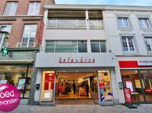 RUIM HANDELSPAND CENTRUM STAD<br /> Gelegen op de drukste ligging van de belangrijkste winkelstraat van het centrum, op een groot perceel van 810 m&su