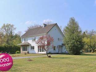 Ruime villa met 5 tot 6 slaapkamers gelegen in Bokrijk.<br /> Zeer mooie en rustige residentiële buurt tussen Genk en Hasselt.<br /> Bovendien op