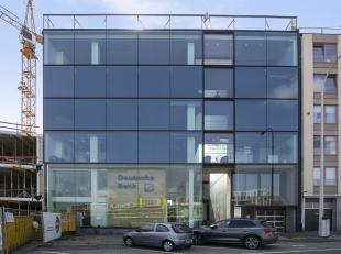 Unieke kantoorruimte gelegen op TOPLOCATIE aan de Blauwe Boulevard van Hasselt.<br /> De volledige oppervlakte bedraagt +/- 250m² met dubbele gar