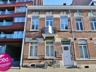 Mooi duplex appartement met 2 slaapkamers in het centrum van Tongeren.<br /> Zeer goed gelegen nabij handelszaken en scholen. Ook het station is slech