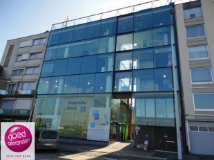 Unieke LOFT gelegen op toplocatie aan de Blauwe Boulevard van Hasselt.<br /> De volledige oppervlakte bedraagt 250m² met dubbele garage en kelder