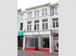 Dit gebouw is gelegen in het drukste deel van de Maastrichterstraat, belangrijkste winkelgedeelte van Tongeren! Onmiddellijk beschikbaar ! Gelijkvloer