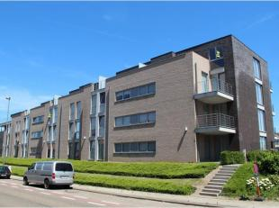 Dit recent appartement is gelegen op wandelafstand van het stadscentrum. Op de derde en bovenste verdieping met grote dakterrassen, en rechtstreekse t