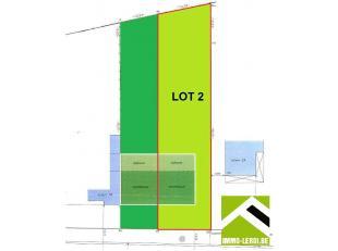 Mooi perceel bouwgrond, gelegen in de stadsrand.<br /> Dit perceel heeft een oppervlakte van 825m² met een breedte aan de straat van 14 meter en