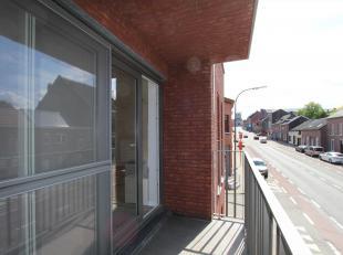 Via de gemeenschappelijk inkomdeur in glas is er toegang naar de appartementen, de traphal en de lift.  Er is doorgang naar de technische ruimte met d