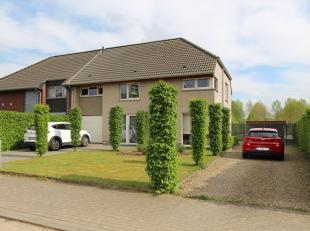 Deze stijlvolle woning is gelegen te Lauw, een rustig dorp op vijf minuutjes van Tongeren.<br /> De woning werd gebouwd in 2008, hedendaags ingericht