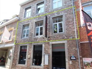 Dit appartement is gelegen op de eerste verdieping van een recent gebouw, vooraan in de Sint-Truiderstraat, vlakbij de Grote Markt.<br /> INDELING: ge