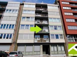Dit appartement bevindt zich op de tweede verdieping en ligt op wandelafstand van het centrum! De lift brengt je zo tot boven.<br /> INDELING: central