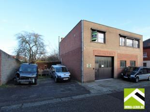 Dit gebouw is gelegen in de stadsrand van Tongeren en bestaat uit een werkplaats met bovengelegen appartement en een naastgelegen perceel grond.<br />