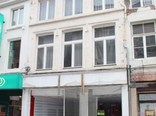 Dit gebouw is gelegen in het drukste deel van de Maastrichterstraat, belangrijkste winkelgedeelte van Tongeren!<br /> Gelijkvloers een mooie handelsru
