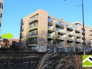 Dit appartement is gelegen op de tweede verdieping van een recent appartementsgebouw aan de ring in Tongeren, met uitmuntend zicht op de stadswallen.<