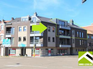 Dit recent duplex appartement is gelegen op de tweede verdieping van een gebouw op de hoek van de Pliniuswal en de Bilzersteenweg. Vlak aan het stadsc