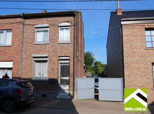 Deze woning is gelegen in Koninksem, naast de woning is een inrit afgesloten met een poort. De woning zelf vraagt wat opknapwerk.<br /> De doorlopende