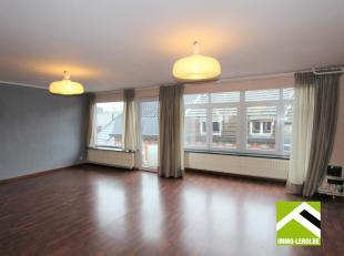 Dit appartement is gelegen op de derde verdieping links; mooi gelegen in het stadscentrum, makkelijk bereikbaar en vlakbij het Begijnhof.<br /> Gelijk
