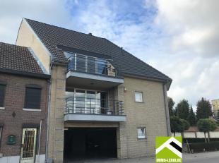 Deze ruime duplex ligt op de tweede en dakverdieping van residentie Moerenpoort, met zicht op het spiksplinternieuwe stadspark de Motten en Jeker, maa