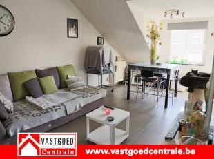 Mooi appartement met veel lichtinval op wandelafstand van het stadscentrum van Tongeren.<br /> Het appartement heeft volgende indeling: inkomhal, livi