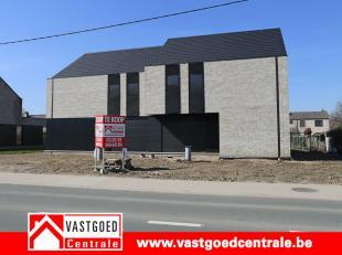 Prachtig nieuwbouwproject van 6 winddichte woningen.<br /> <br /> Woning 6 heeft volgende indeling:<br /> Gelijkvloers is de woning voorzien van een i