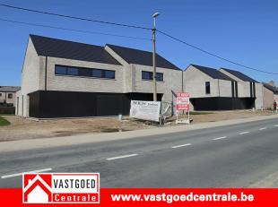 Prachtig nieuwbouwproject van 6 winddichte woningen.<br /> <br /> Woning 4 heeft volgende indeling:<br /> Gelijkvloers is de woning voorzien van een i