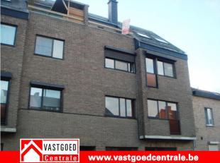 Degelijk appartement met terras op wandelafstand van centrum Tongeren. Indeling: inkomhal, living, keuken,apart toilet, badkamer met ligbad, 1 slaapka