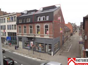 Dit duplex appartement is gelegen in het centrum van Tongeren. Het appartement heeft volgende indeling: inkomhal, living, keuken, toilet, badkamer, 2