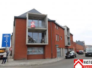Het appartement heeft volgende indeling: inkomhal, living, keuken, terras, 2 slaapkamers (waarvan 1 met dressing), apart toilet, badkamer en berging.