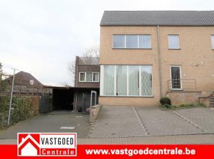 Goed gelegen handelswoonst met op het gelijkvloers en op de benedenverdieping een handelspand met een oppervlakte van 220 m² met daarboven een wo
