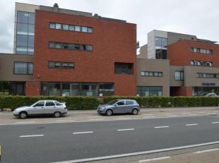 Dit recent en stijlvol ingericht appartement met een bewoonbare oppervlakte van 90 m² is gelegen op de eerste verdieping in de zeer degelijke res