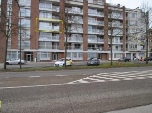 Dit aantrekkelijke appartement met een bewoonbare oppervlakte van 105 m² is gelegen op de derde verdieping, bereikbaar via lift, in de verzorgde