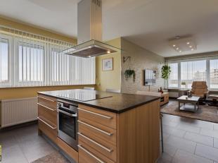 Dit appartement met een netto bewoonbare oppervlakte van 120 m² (excl. berging & garage) is gelegen op de 8ste verdieping in de verzorgde res