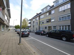 Appartement gelegen op de eerste verdieping, langs de Rederijkersstraat 48, vlakbij de kleine ring rond Hasselt.<br /> Indeling : inkomhal met aparte