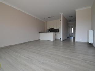 Mooi gerenoveerd appartement gelegen op de eerste verdieping, langs de Beukenlaan in het centrum van Hoeselt, op een aangename rustige ligging. Bij de