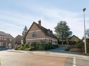 Deze klassevolle vrijstaande woning is gelegen langs de Klein Lafeltstraat 35 te Riemst, op een prachtig perceel van 11a 07 ca, met een breedte aan de