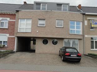 Appartement gelegen op de 1° verdieping vlakbij het Centrum van Hasselt, St.Truidersteenweg 347 bus 2 - rechts gezien vanaf de straat. Indeling :