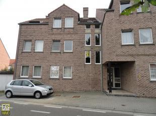 Appartement in Centrum van Bilzen, Melkerijwal 35 bus 8 op de 2de verdieping rechts.<br /> Indeling : hall, wc, living met keukenhoek voorzien van een