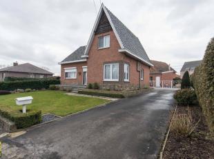 Deze nette halfvrijstaande woning is gelegen langs de Grendelbaan 86 te Diepenbeek, op een perceel van 6a24ca, vlakbij het centrum van Diepenbeek.<br