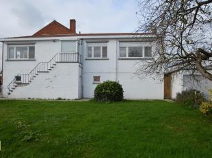 Dit appartement met een bruikbare vloeroppevlakte van 90 m² is gelegen langs de Eerste Meistraat 30 te Tongeren.<br /> Indeling: trap, inkomhal,