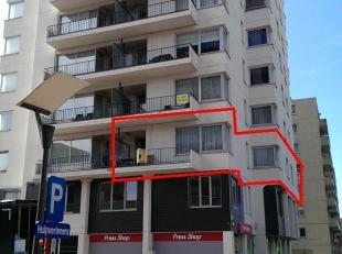 """Appartement gelegen op de 1ste verdieping in residentie """"Van Dijck"""", in het centrum van Genk, op de hoek van de Eindgracht en de Dieplaan.  Indeling:"""